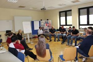 Die Teilnehmenden diskutieren über mögliche Lösungsansätze